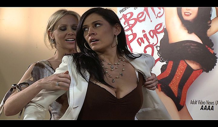 Hot Lesbian Intercourse With Julia Ann And The Horny Raylen…